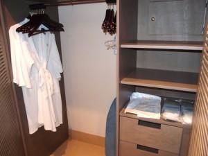 バルセロ・バヴァロ・ビーチホテル(ドミニカ共和国プンタカーナ)の部屋のクローゼット