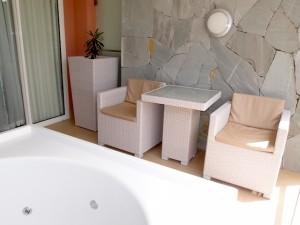 バルセロ・バヴァロ・ビーチホテル(ドミニカ共和国プンタカーナ)の部屋のベランダジャグジー