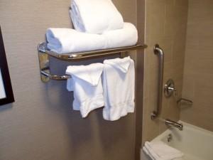 ホリデイインニューアークエアポート(アメリカニューアーク)の部屋のバスルームタオル類
