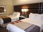 ニューヨークマリオットマーキース(アメリカ合衆国ニューヨーク)の部屋のベッド