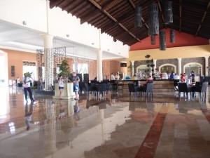 オーシャンブルー&サンド(ドミニカ共和国プンタカーナ)の入口のバー