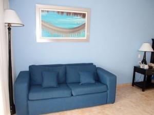 オーシャンブルー&サンド(ドミニカ共和国プンタカーナ)の部屋のソファ