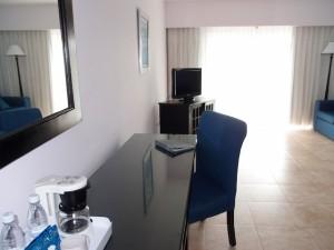 オーシャンブルー&サンド(ドミニカ共和国プンタカーナ)の部屋のライティングデスク