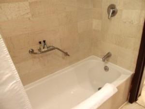 パラディサス・プンタカーナ・リゾート(ドミニカ共和国プンタカーナ)の部屋のバスルームバスタブ