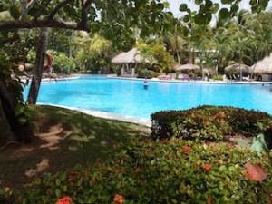 パラディサス・プンタカーナ・リゾート(ドミニカ共和国プンタカーナ)のホテル内プール