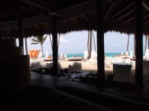パラディサス・プンタカーナ・リゾート(ドミニカ共和国プンタカーナ)のビーチレストラン