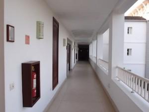 シークレッツ・セント・ジェームズ・モンテゴベイ(ジャマイカ・モンテゴベイ) Secrets St. James Montego Bay(Montego Bay, Jamaica)の部屋への通路