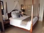 シークレッツ・セント・ジェームズ・モンテゴベイ(ジャマイカ・モンテゴベイ) Secrets St. James Montego Bay(Montego Bay, Jamaica)の部屋のベッド