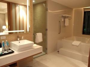 ルメリディアン・チェンマイ(タイ・チェンマイ)の部屋のバスルームエリア