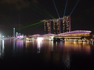 ザ・フラトンベイホテル(シンガポール)の部屋から見たマリーナベイサンズのショー「ワンダー・フル」