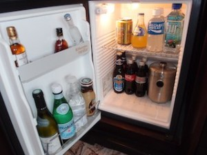 フォーシーズンズホテルシンガポール(シンガポール)の部屋の冷蔵庫