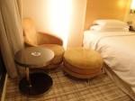 ヒルトンシンガポール(シンガポール)の部屋のリビングスペースソファ