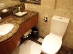 ヒルトンシンガポール(シンガポール)の部屋のバスルームトイレ部分