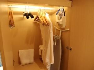 ヒルトンシンガポール(シンガポール)の部屋のクローゼット上部