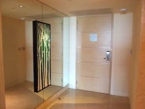 マリーナベイサンズホテル(シンガポール)の部屋の入口部分
