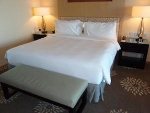 マリーナベイサンズホテル(シンガポール)の部屋のベッド