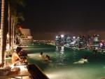 マリーナベイサンズホテル(シンガポール)の屋上プール夜景