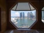 ザ・リッツ・カールトンミレニアシンガポール(シンガポール)部屋のバスルームからみた景色