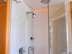 ザ・リッツ・カールトンミレニアシンガポール(シンガポール)部屋のバスルームシャワー