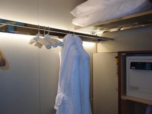 ザ・リッツ・カールトンミレニアシンガポール(シンガポール)部屋のクローゼット上部