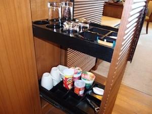 シャングリ・ラホテルチェンマイ(タイ、チェンマイ)の部屋のグラス類