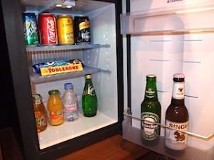 シャングリ・ラホテルチェンマイ(タイ、チェンマイ)の部屋の冷蔵庫