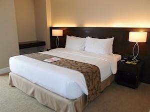 ハロルズホテル(フィリピン・セブ島)の部屋のベッド