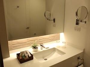 ハロルズホテル(フィリピン・セブ島)の部屋の洗面台全体