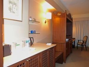 マニラホテル(フィリピン・マニラ)の部屋のベッド対面