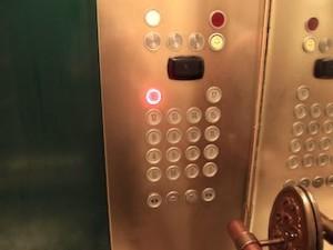 マニラホテル(フィリピン・マニラ)のエレベーター内フロアボタン