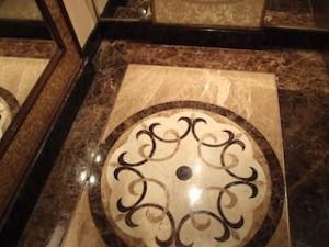 マニラホテル(フィリピン・マニラ)のエレベーター内