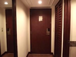 ザ・ペニンシュラマニラ(フィリピン・マニラ)の部屋の入口