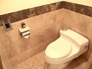 ザ・ペニンシュラマニラ(フィリピン・マニラ)の部屋のトイレ