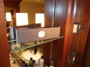 ザ・ペニンシュラマニラ(フィリピン・マニラ)の部屋のミニバー上部