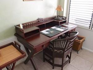 プランテーションベイリゾート&スパ(フィリピン・マクタン島)の部屋のライティングデスク