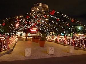 沖縄県北谷町のアメリカンビレッジ内の照明