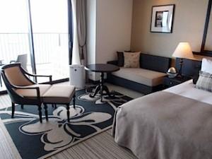 ホテルモントレ沖縄スパ&リゾートのオーシャンバスルームのリビングスペース