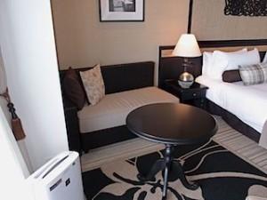 ホテルモントレ沖縄スパ&リゾートのオーシャンバスルームのソファ