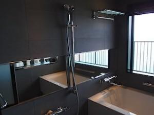 ホテルモントレ沖縄スパ&リゾートのオーシャンバスの部屋のバスタブ