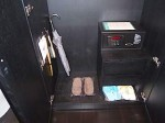 ホテルモントレ沖縄スパ&リゾートのオーシャンバスの部屋のクローゼットと金庫