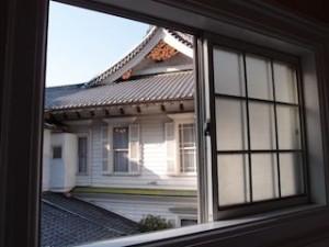 富士屋ホテルの西洋館の92号室のバスルームからの景色