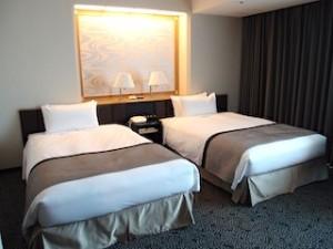 ホテルニューオータニの部屋のツインベッド全体