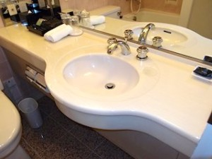 ホテルニューオータニの部屋のバスルーム、洗面台