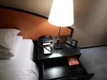 ハイアットリージェンシー大阪、部屋のベッドサイド