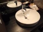 湯本富士屋ホテルの部屋の中の洗面台