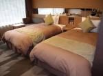 湯本富士屋ホテルの部屋のツインベッド