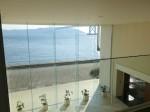 ホテルセトレ神戸・舞子のフロント吹き抜け部分2階から見た海