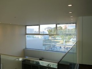 ホテルセトレ神戸・舞子のフロント吹き抜け部分の2階通路