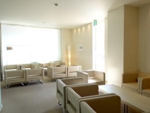 ホテルセトレ神戸・舞子のチャペル手前、1階のロビースペース