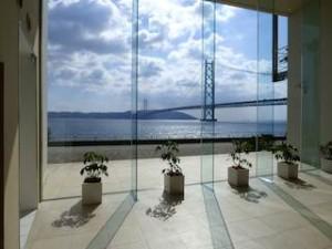 ホテルセトレ神戸・舞子のロビーから見た明石海峡大橋